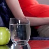 Nietrzymanie moczu może rozwinąć się też w czasie ciąży i nasilać się wraz z jej zaawansowaniem.