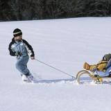 Nie tylko na zimowe eskapady ubieramy dziecko na cebulkę i smarujemy twarz kremem natłuszczającym.