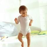 Pokój dziecka alergią musi być czysty i wyposażony tylko w niezbędne meble i przedmioty.
