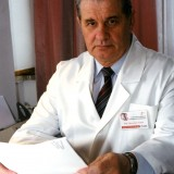 Prof. dr hab. n. med. Mieczysław Szostek, specjalista z chirurgii ogólnej, naczyniowej i angiologii.