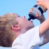 Jeśli ustawa wejdzie w życie, dzieci w placówkach oświatowych nie będą mogły kupić też napojów i innych produktów słodzonych sztucznymi substancjami.