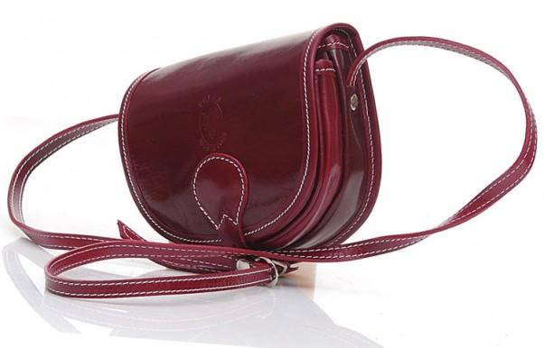 Czerwony to najbardziej nieokreślony ze wszystkich kolorów. Intensywny – potrafi rozgrzać nawet najskromniejszą stylizację, przygaszony – ociepli cały strój.                139 zł, Verostilo.com