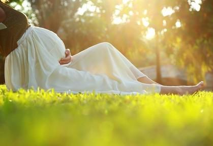 Ciąża to nie choroba, ale… Czy wiesz, co jest w ciąży dozwolone, czego unikać, co powinno niepokoić?