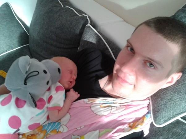 Nalepiej u taty :) Słodki sen przychodzi, gdy bezpiecznie czuję się, gdy wiem, że tatuś ochroni mnie :)