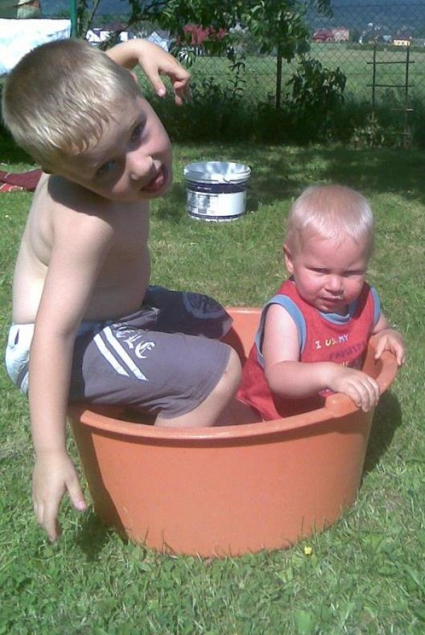 Zdjęcie zgłoszone na konkurs eBobas.pl Wystarczy mała miseczka i niewiele wody dla ochłody :)