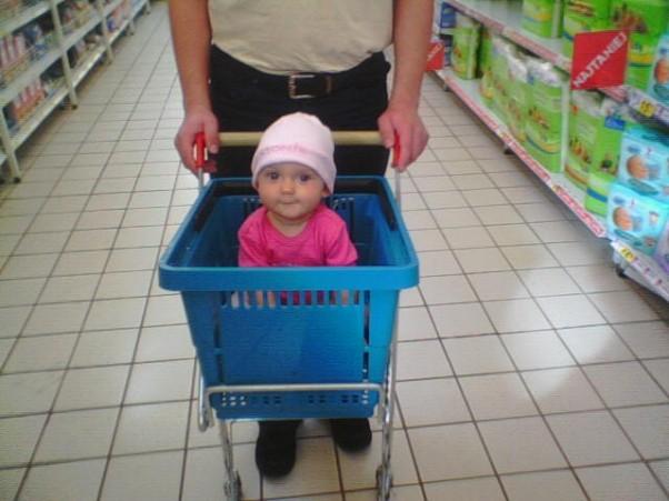 Zdjęcie zgłoszone na konkurs eBobas.pl Na zakupach, kupiona w promocji :D
