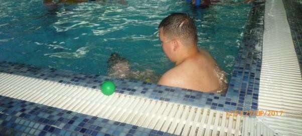 Przygoda na basenie. Pierwsze nurkowanie.