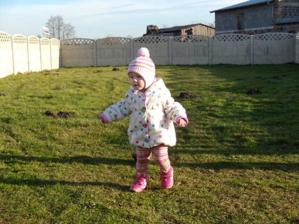 Amelka biega po podwórku :)
