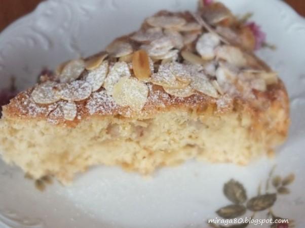 Ciasto z jabłkami i płatkami migdałowymi