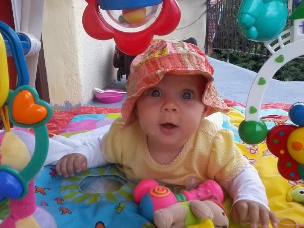 Lenka w krainie zabawek A tu kolejne zdjęcie tym razem Lenka w swojej krainie zabawek Lenka uwielbia się bawić.
