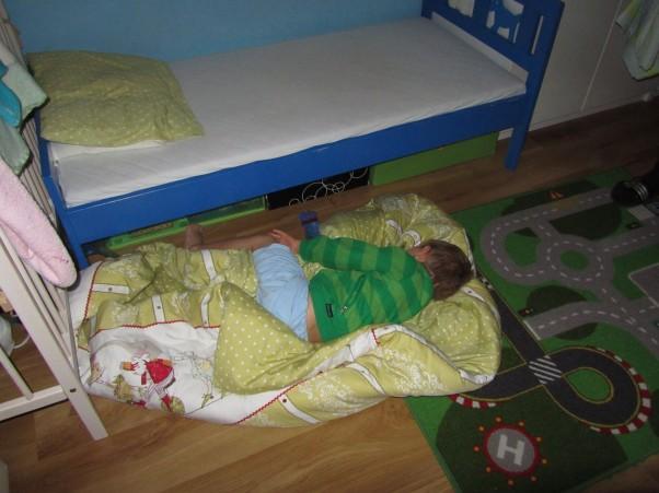 Nocowanie na dywanie