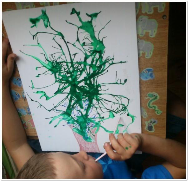 Zdjęcie zgłoszone na konkurs eBobas.pl Filipek 3,5 l wydmuchał słomką z tuszu drzewo