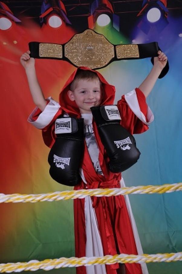 Adrian bokser przebranie idealne na ring!!