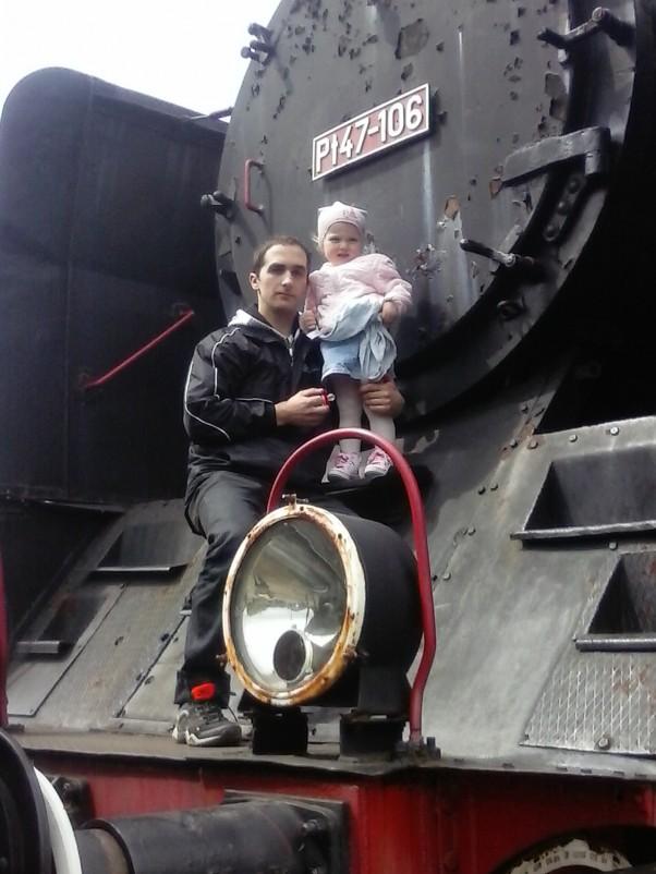 pojedziemy pociągiem szukać wiosny :) Nikola z tatą szuka wiosny..może znajdziemy ją podczas przejażdżki parowozem ? :)