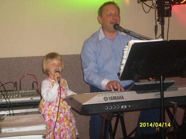 Zdjęcie zgłoszone na konkurs eBobas.pl pierwszy koncert z tatusiem