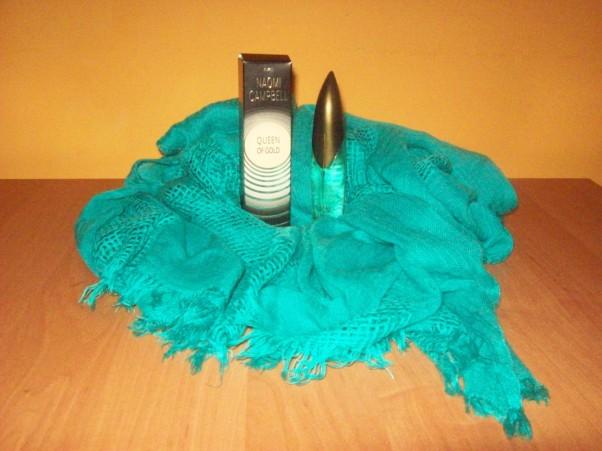 Mój perfum nr 1 i cudny szal. :))