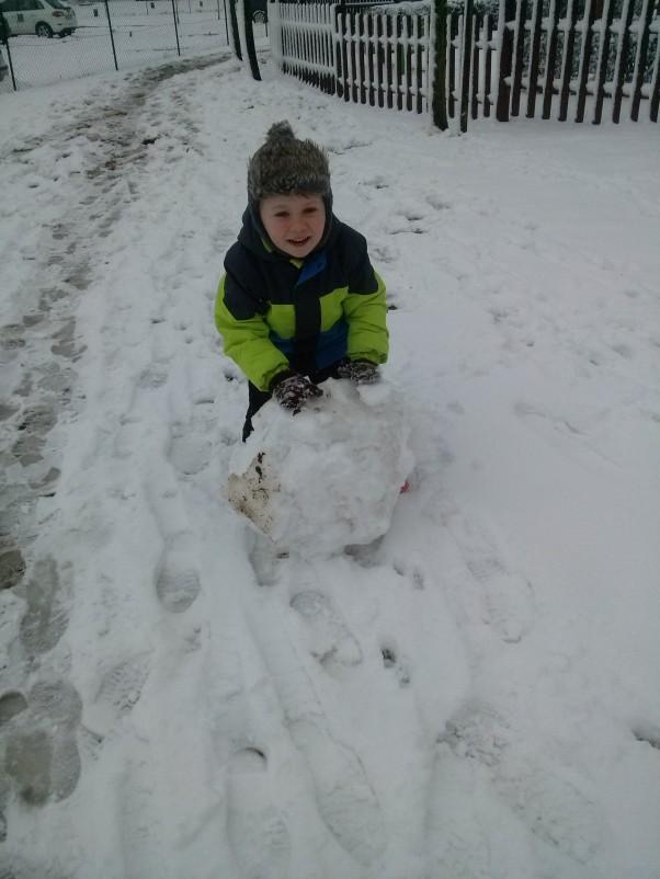 Moje zabawy Zabawa ze śniegiem.