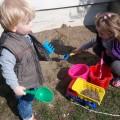 Pomagamy babci zrobić nowy mini ogródek