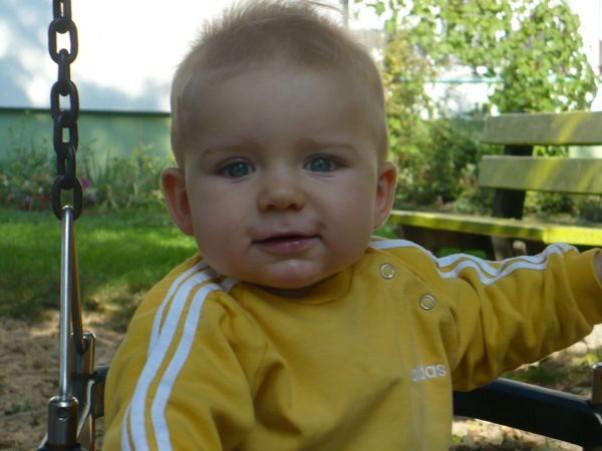 Gwiazdka 2009, gres31 dla Filipka Życzę Ci Synku mój mały abyś zawsze był tak radosny jak wtedy gdy na huśtawce siedziałeś i z upodobaniem nóżkami machałeś :)